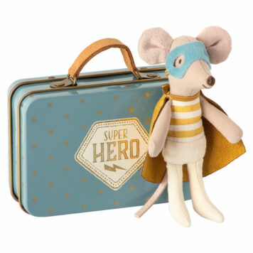 Maileg Superhero Muis Little Brother in koffertje