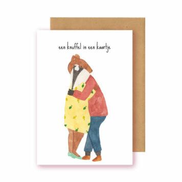 Studio Bertha Postkaart Een knuffel in een kaartje